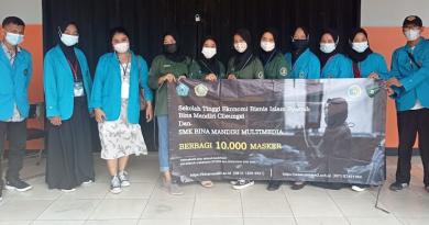 STEBIS Bina Mandiri berbagi 10.000 Masker Kesehatan